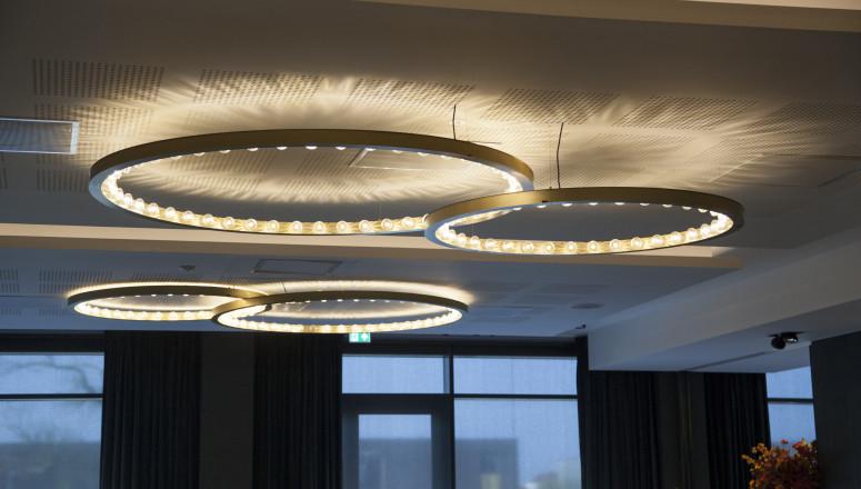 d965b47a7a20 Hos FURN BY OX har vi et stort udvalg af flotte design lamper i høj  kvalitet. Kvalitets lamper